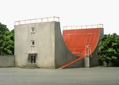 Tennis court half-pipe