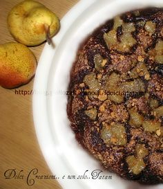 Torta al cacao con pere caramellate