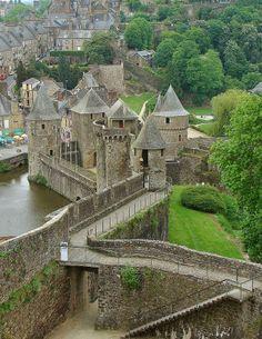 bretagne, castles, castl rampart, beauti, france, travel, fouger, flowers garden, first place