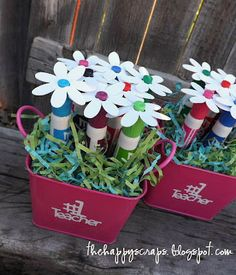 This dry erase marker bouquet would be a lovely parting gift to any child's teacher!