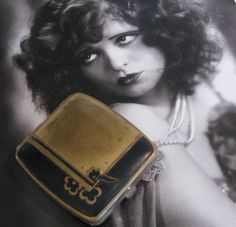 Art Deco powder and rouge compact
