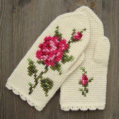 free pattern - Mittens In Tunisian Crochet With Cross Stitch Roses #crochet #pattern