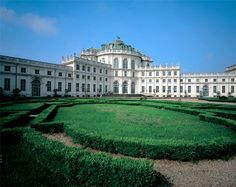 Only 10 km from Turin, there is the Palazzina di Stupinigi which was built in the first half of the 18th century by the architect Juvarra. The hunting and residence house built for the Savoia family is the nucleus around which the nature park develops.