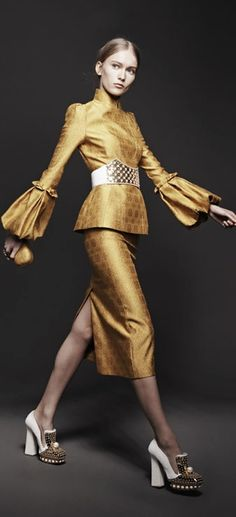 Alexander McQueen Fall 2013 RTW-look24 gold suit