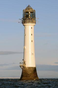 Phare de Bell Rock Mer du Nord au large de l'Écosse  Bell Rock es el faro más antiguo (situado en un arrecife en medio del mar) en funcionamiento del mundo  Bell Rock is the oldest lighthouse (located on a reef in the sea) in service around the world