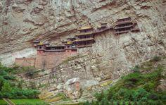El templo colgante de Hengshan, construido a unos 60 km al suroeste de China,