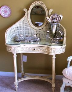How to make your own chalk paint!! Just like Annie Sloan's for about $4! I am SO doing this!