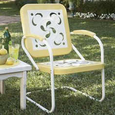 love the vintage outdoor furniture-just like grammy used to have