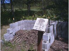 This is a listing of various home-built compost bin plans. Links marked with a * are sources for commercially manufactured compost bins.