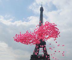 #paris #balloons #pink #sky #eiffeltower