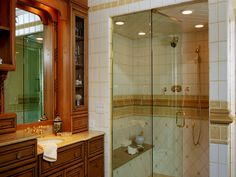 TRADITIONAL DETAILING IN MASTER BATHROOMS LOOK