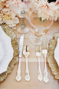 beautiful gold chargers, flatware, and blush florals