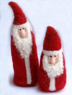 Needle Felted Gnome/Santa Ornaments @Laura Burch: This tutorial shows how to make these simple gnomes for imaginative play or to use as holiday ornaments. With a little variation, you can make Santa Clauses as well! (LOTs of photos.)