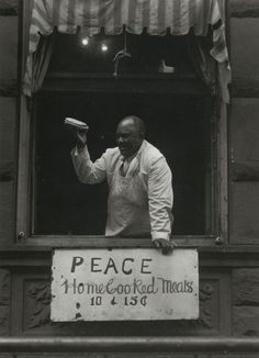 Aaron Siskind  From Harlem Photographs 1932-1940. S)