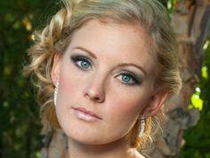 10 Makeup Tips for Blue Eyes