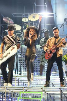 Rudimental and Ella Eyre at the BRIT Awards 2014. Great lighting
