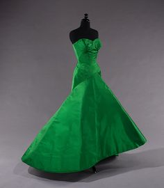 1954 Charles James emerald green silk ball gown displayed @ the Met - how regale! :)