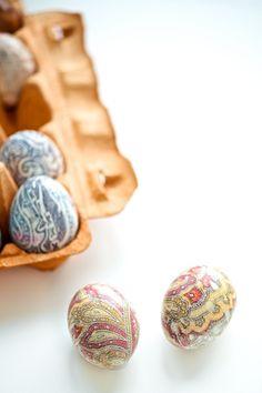 neck tie dyed easter eggs, Ostereier färben mit Schlips