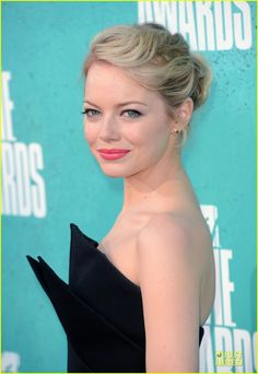 Emma Stone, 2012 MTV Movie Awards. Perfect hair, perfect makeup. Totally what I'm looking for!