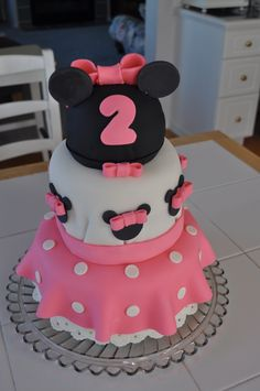 Minnie Mouse Cake + how to cut Mickey Shape out of Fondant