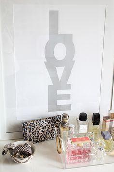 tray to organize perfumes