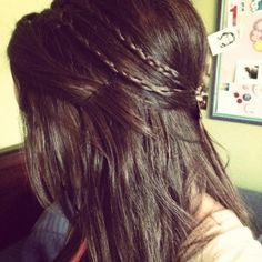 cute hair do for when shopping or just hanging out with friends. Super cute and trendy for summer too!!!!