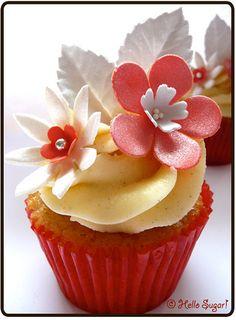 cupcakesandhappiness summer cupcakes, beauti cake, vanilla cupcakes, wedding cupcakes, peach, floral cupcak, cup cake, flower cupcakes, cream cupcak