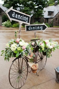 Wedding or party inspiration, love the flower arrangements. event planning, vintage bikes, vintage bicycles, old bikes, outdoor events, party flowers, garden, wedding signs, parti