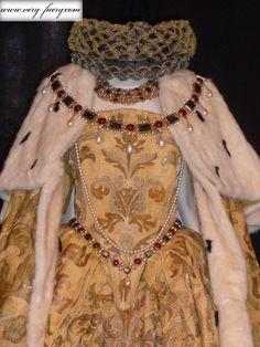 Elizabeth's Coronation Gown ( Elizabeth, 1998).