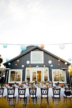 Love the lanterns. This looks like it could be in #Sonoma!