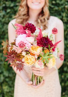 Get inspired: A romantic fall #wedding bouquet with contrasting pastel and deep red hues. Love this!