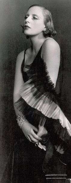 Tamara de Lempicka, Polish Art Deco painter, as glamorous as her paintings! Photographed by Dora Kallmus (Madame D'Ora)