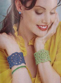 crochet cuff bracelet  - free thread #crochet pattern