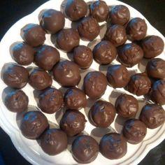 Pecan Pie Balls,must try this.  Betcha it tastes like my Choc Pecan pie