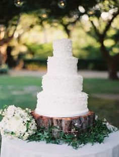wood block, tree stumps, tree trunks, country weddings, cake stands, trees, rustic weddings, wedding cakes, outdoor weddings