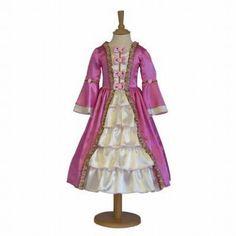 Prachtige kersen roze jurk met lange mouwen en satijnen rok. Afgewerkt met roosjes en strikjes. De onderrok is voorzien van een hoepel.
