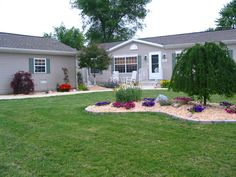 landscaping-in-a-mobile-home-community.jpg 588×441 pixels