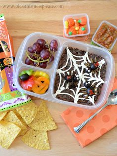 Awesome fall lunch box ideas from blessthismessplease.com | packed with @EasyLunchboxes