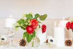 Use real pine cones and fresh flowers to give off a subtle aroma that'll have guests reminiscing about holidays past. #Christmas #TableSettings #holiday
