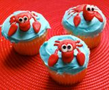 Learn how to make these adorable Little Mermaid themed cupcakes as a delicious treat for outdoor movie parties - A Southern Outdoor Cinema movie snack & food idea for outdoor movie events.