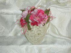 Uovo pasquale : filo di lana con fiori applicati