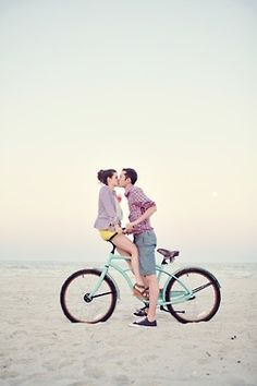 beach engagement, engagement pictures, engagement photos, bike rides, engagement pics, couple photography, engagement shoots, beach shoot, beach cruiser