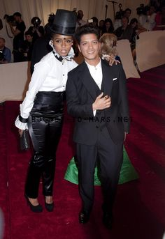 bruno mars dating janelle monae Janelle monae and bruno mars at the annual costume institute gala, celebrating the exhibition at the met of 'alexander mcqueen: savage beauty, held at the metropolitan museum of art on 5th avenue in manhattan.