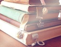 How to DIY pretty bookmarks! #DIY #pastel #bookmarks