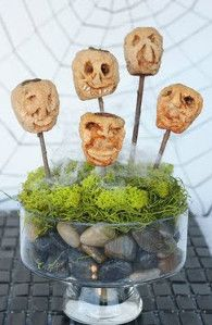 Preteen and teen boys will love making the Creepy Shrunken Head Centerpiece. It looks absolutely amazing, and it's totally spooky.