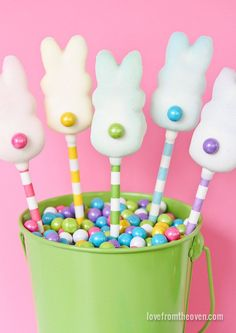 Quick and easy Easter Bunny Pops!   So adorable for spring.  :)  #PEEPS #Easter #Pops #Sixlets