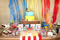 Una colorida mesa para una fiesta Angry Birds / A colourful table for an Angry Birds party