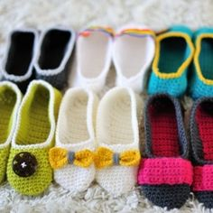Crochet a pair of beautiful slippers inspired by your favorite flats! Here's the link for the free pattern: http://thelittlehousebythesea.wordpress.com/2009/09/03/free-pattern-for-mary-jane-slippers/ (Apr'13) #crochet, #slippers
