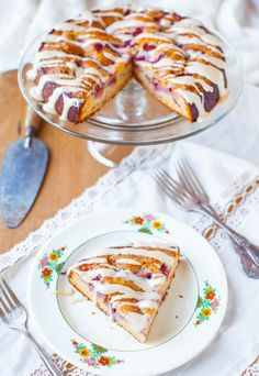 Strawberries and Cream Coffee Cake with Vanilla Cream Cheese Glaze - No need for Entenmann's anymore. Soft, moist & loaded with juicy berries (frozen ok)! Easy & so good!