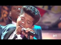 Bruno Mars – Valerie (Amy Winehouse Tribute) HD